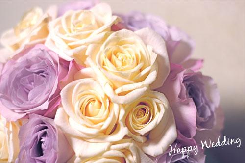 淡紫と白のバラの花束の画像